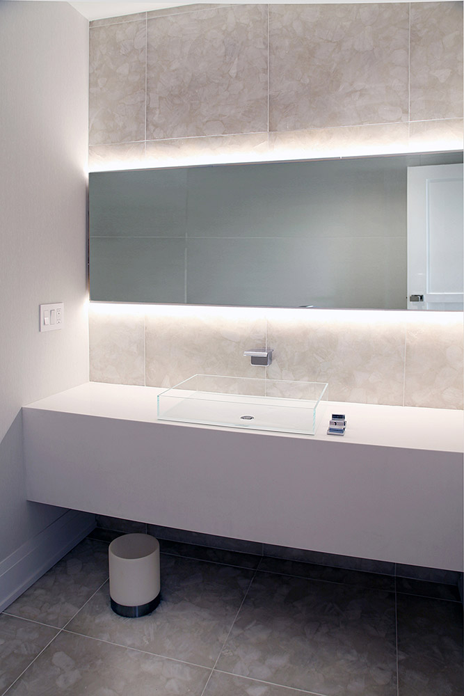 27-esHP-mirror-bath