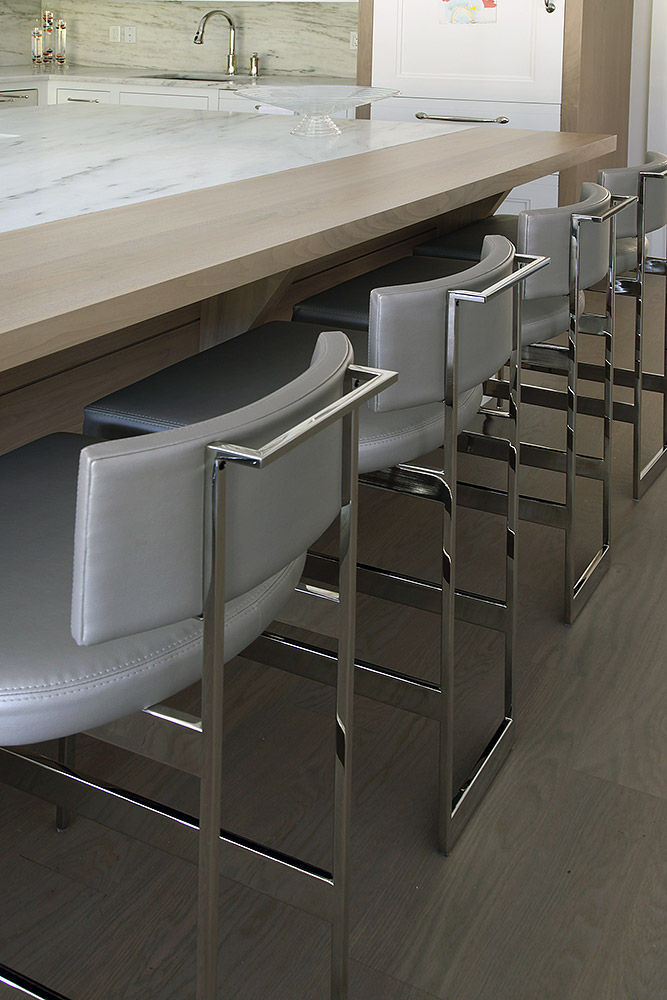 17-es-bw-stool-det