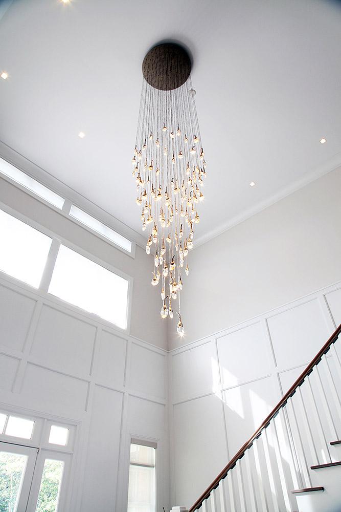 6a-es-bw-foyer-chandelier